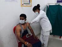 पूरे उत्साह से टीकाकरण कराने पहुंच रहे 45 से अधिक आयु वर्ग के आमजन