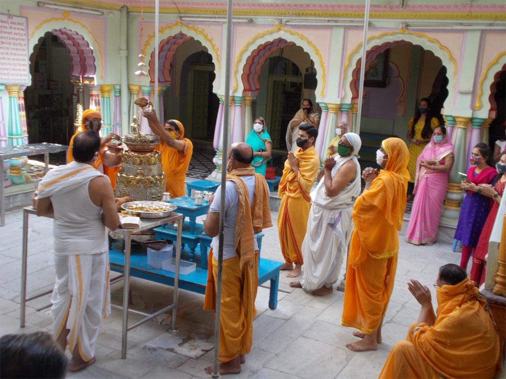 महावीर जयंती पर सादगी के साथ लोगों ने मनाया पर्व